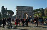 Самая большая римская арка Константина. Воздвигнута в 315г. Посвящена победе Константина над собственным соправителем Максенцием в битве у Мильвийского моста в 312г.