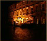 Осенняя Англия... Был ночной дождь... Мусорный бак вместо штатива... И запоздалый прохожий спешит мимо уютного отельчика... Люблю я это фото (скромно так и тихонечко люблю). Ностальгия...