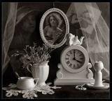 «Когда ты уходил такой чужой Амуры на часах сломали лук и стрелы Часы остановить тогда я не сумела Как не смогла остановить тебя....»(коллаж на ЗП не ФШ.)