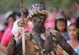 Праздник Ати-Атихан - день памяти аборигенов, отмечающийся на Филиппинах более 800 лет. Празднование сопровождается исполнением народных танцев и музыки. Участники наряжаются в традиционные костюмы и красят свои лица в чёрный цвет.