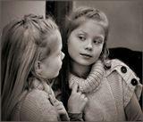 «Свет мои, зеркальце! скажи Да всю правду доложи: Я ль на свете всех милее, Всех румяней и белее?»  (А.С.Пушкин)  Модель - Акилина Александровна Михайлова (будущая великая актриса). Думаю пойдёт по стопам отца. Перед съёмкой были честно сделаны уроки и проверены мамой, а так же были успешно съедены 3-и шоколадные конфеты для поднятия творческого настроения. (Благодарю Новикову Ольгу за творческую поддержку и подсказку в обработке снимка)