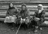 И сколько эти руки знали бед...май...вдовы...деревня Вербежичи, Калужская губерния, Русь, наш век...
