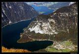 *  *  *Верхняя Австрия, горный массив Криппенштайн, вид на озеро Хальштаттерзее. Живописно расположенное между отвесными горами, Хальштаттское озеро достигает глубины в 125 метров. Оно напоминает фиорд и его считают классическим наследием ледникового периода.*  * *