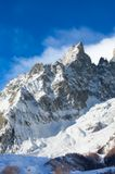 МОНБЛАН (франц. Mont Blanc, итал. Monte Bianco), горный массив и вершина в Зап. Альпах, на границе Франции и Италии, самая высокая в Зап. Европе (4807 м). Площадь оледенения св. 200 кв. км. Крупный ледник Мер-де-Глас (дл. 12 км). Под Монбланом - автомобильный тоннель (длина 11,6 км).