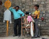 За 50 рупий ( 30 руб) вас побреют, подстригут, сделают массаж головы и улыбнутся!С наступающим праздником, дорогие мужчины!