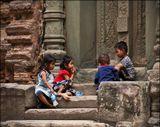 Камбоджа, Ролуос групп. Кхмерские дети необыкновенно фотогеничны. Возможно, потому что они слабо испорчены цивилизацией, и прекрасны так, как может быть прекрасна дикая природа.