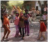 Индийский праздник Холи. Он символизирует начало прихода весны, победу добра над злом, очищение и избавление от всего старого и ненужного, надежду на новое счастливое будущее.В этот день все индусы радуются наступлению весны и пробуждению природы, посыпают друг друга разноцветной пудрой, обливают подкрашенной водой.