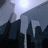 Пасмурный такой денек. Центр Монреаля. Не помню уже, что за здание такое.