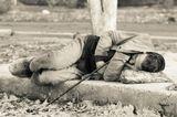 Бездомный, каких сейчас стало очень много. В современном мире приспосабливаются и выживают сильнейшие, что же до тех кто не настолько умен, хитер, проворен и изворотлив, они часто оказываются на краю жизни. Обманутые, униженные, подведенные под черту. Но, в отличии от тех кто стремится быть на вершине мира, эти люди продолжают жить даже в таких условиях, где Ксении Собчак или Абрамовичу в пору повесится.