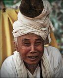 Камбоджа, по дороге в Пном Кулен. Жизнерадостная монахиня, все пыталась мне втюхать какое-то подозрительное снадобье, так и не понял то ли от головы, то ли от живота :) Снадобье взять не решился, дал денег просто так, за колорит.