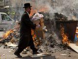 Сегодня вечером у евреев наступает праздник Пейсах - праздник свободы, избавления от рабства и исхода из Египта. Исход случился в одну ночь и не было времени заквасить тесто. Смешали муку с водой и на скорую руку испекли опресноки. С тех пор, 2500 лет в течении 8 дней не едят евреи квасного.
