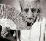 иногда мне в голову приходят совершенно странные идеи... ;) бабушке будет 87... в полном уме, в трезвой памяти, в добром здравии... :) она у меня одна... такая... :)