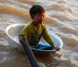 Камбоджа. Озеро Тонлесап. Местный житель, обитающий на воде.