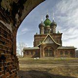 Самая красивая на мой взгляд церковь в Ярославле. С совершенно неканоническойархитектурой.