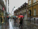 Словения, Любляна, улица, дождь,мрак, люди, зонтики