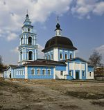 город, весна, храм Покрова Пресвятой Богородицы(или Покровский) в Марфино-Мариинского женского монастыря возведен в 1791году, люди