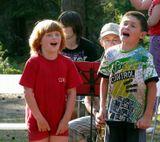 Детский лагерь, открытие, концерт, эмоции...Вижу сама недостатки снимка, не в фокусе ПП, увы... но как по разному мальчишки сопереживают песне