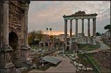 Рим. Форум. Храм Сатурна. Удаляющаяся Священная дорога-Via Sacra.