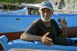 """Человек повидавший не мало в своей жизни. По национальности турок, оставил своих детей и в Москве, и в Мурманске, и на своей родине в Турции, сам о себе говорит: """"Я много чего натворил нехорошего"""". А встретили мы его в болгарском городке Несебр. Сидел он в лодке, сделанной своими руками. Увидев нас с мужем, спросил: """"Русские?"""" После чего, попросив сигаретку, стал рассказывать про свою непутёвую жисть."""