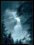 *  *  *   Я сквозь брызги хватаю удачу,  В красоту ухожу от всего.  Но иной раз взираю и плачу,  И понять не могу - отчего ...  *  *  * Эта таинственная бурлящая феерия брызг образована одним из высочайших водопадов Европы - Кримльским водопадом в Австрии, низвергающимся 3 каскадами с высоты 380 м на фоне ущелья Герлос.
