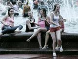 Купание в фонтане на ВВЦ(ВДНХ) - традиционная забава московской молодежи.Но фотографу лучше близко не подходить. Мокрыми становятся все, до кого долетает вода из ведер и бутылок.