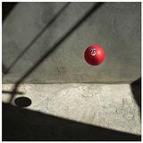 Ничего особенного: мячик, стенка, полдень