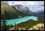 *  *  *  Это удивительное озеро в канадских Скалистых горах сравнивают с головой волка, но мне оно больше напомнило сказочную бирюзовую лисью мордочку ...  *  *  *  Канада, национальный парк Банф, ледникове озеро Пейто на высоте 1860 м., вид с перевала Боу.