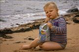 """Младший внук. Любит таскать с собой стратегический запас продовольствия на всякий пожарный случай - яблочко, печеньку или вот пакет чипсов. Ключевая фраза : """"Эрик, ням!""""Кормить ребёнка - одно сплошное удовольствие))"""