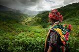 Северный Вьетнам. Сапа. В нескольких киллометрах от маленького городка Сапа проживают этнические племена. Местное население бережет свои традиции и по сей день носит национальные костюмы. Ткань для одежды они делают вручную на старинных ткацких станках.