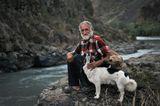 Геннадий, уже более четверти века живущий отшельником на берегу дикой реки...