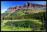 *  *  *  Озеро Two Medicine можно пересечь на катере, а затем совершить пеший поход к одноименному верхнему озеру. Есть маршрут с гидом, проверенный и относительно короткий. Но можно отправиться самим по более длинному горному пути, рискуя опоздать на последний обратный катер. Но этот поход вознаграждается видом на притаившееся среди горных пиков лесное озеро, которого нет на карте ...    *  *  *  Национальный парк Glacier, США, штат Монтана