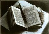 Всем, наверно, случалось нечаянно уронить книгу и, прочитав фразу на открывшейся случайно (?) странице, убедиться в справедливости книжного пророчества...  Искренне желаю вам, чтобы ваши Книги открывались только на добрых для вас предсказаниях!!! ...