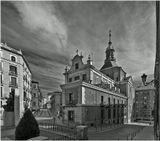 Церковь Сакраменто (Санта-Мария) (Мадрид)Это церковь древнего монастыря Сантисимо Сакраменто (convento del Santisimo Sacramento), который был основан в 1615 году Кристоболем Гомес де Сандол (Герцог Уседа – Премьер министр Филиппа III) (Cristobal Gomez de Sandoval - Duque de Uceda y valido de Felipe III).Монастырь, частично разрушенный во время Гражданской Войны, в последствии был снесен, а на его месте построен жилой квартал.