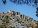 """Анаватос (""""неприступная"""")- деревня на острове Хиос в Греции. Уже почти 200 лет стоят нетронутые дома местных жителей, бросившихся в пропасть при приближении турецких войск во время хиоской резни, учинённой турками в 1822 году. Тогда из 120тыс. жителей на острове осталось 2 тысячи человек."""