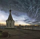 Часовня Спас на водах.Построена на месте уничтоженного большевиками храма,построенного в память о моряках погибших в русско-японской войне.
