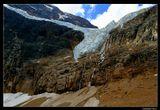 *  *  *Хоть в небоскребе, хоть в ярангеНам снится дивная краса ...Я шел к тебе, Ледовый Ангел,Сквозь водопады и леса.*  *  *Висячий ледник, упавший с распростертыми крыльями на склоны горы Эдит Кэвелл (высота 3363 м), получил название Ледник Ангела ... Канада, Национальный Парк Джаспер.