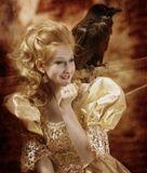 Старый ворон, по средам служил принцессе дворцовым шутом.Веселил её как мог.