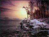 Не спешит у Байкала Зима.И его красоту уважая,Долго смотрит в свои закрома,Ему шубки из льда подбирая...______________________________Декабрь месяц на Байкале. Еще долго он будет ломать лед, прежде чем окончательно замерзнет в январе...