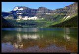 *  *  *Живописная дорога Акамина драйв ведет круто вверх и на высоте 1646 м внезапно открывает вид на озеро Камерон, богатое и красой берегов, и рыбой. Названо в честь британского офицера и дипломата Дональда Камерона.*  *  *Канада, Национальнй Парк Уотертон Лейкс, Альберта.