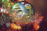 Подставь ладони - нежный снегТебе подарит волшебство!Вот Новый Год берет разбег -Ты с чистым сердцем встреть его!С улыбкой и в кругу друзейВсе, что желаешь, загадайИ станет сразу мир добрей,Польется счастье через край!