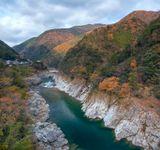Река Ёшино течет через остров Шикоку в Японии