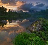 Россия, Красноярский край, природный парк Ергаки, озеро Светлое, июль 2011г. Панорама из двух горизонтальных кадров.