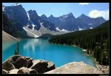 *  *  *В течение дня озера в Скалистых горах Канады могут менять свой ярко-голубой цвет на ярко-зеленый, изумрудный или лазоревый ... Иногда хочется зажмурить и вновь открыть глаза, чтобы убедиться, что это наяву ...*  *  *Озеро Морейн, Национальный парк Банф.