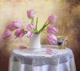Ах, эти первые тюльпаны! Как я люблю их нежный цвет! Туманно-розовый, обманный, Как ранний, призрачный рассвет… (Фиона Мь)