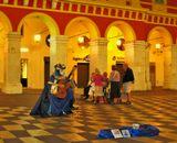 Франция,  Ницца,  площадь Массена, вечер, уличный музыкант
