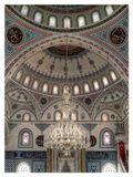 Манавгат, ТурцияСтены, колонны, купола украшены узорами с использованием геометрических и растительных мотивов и арабской вязью. В центре расположен михраб - ниша в стене, обращенная в сторону Мекки и определяющая направление молитвы...