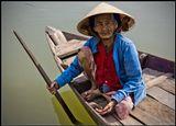 не смотря на свой возраст,эта почтенная дама в состоянии добираться до базара на своей лодке...