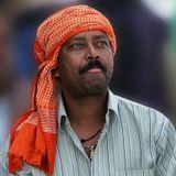 Суеверные индийцы часто показывают язык, заметив, что их фотографируют.