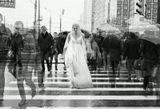 девушка, толпа, неординарность, белое, платье