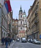Удивительно красива Прага. Начиная с IX века в старой части города сохранились все исторические здания- Прага за эти века не подвергалась опустошительным разрушениям. Только во время II Мировой войны американцы чуть не подвергли столицу мощной бомбардировке, но не смогли это сделать из-за возражений Сталина- по  соглашению союзников эта часть Чехословакии входила в зону действия Красной Армии.